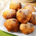 dutch-food-oliebollen-met-appels-doughnuts-with-apples